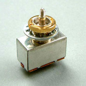 3PS1J3WTG- 3-Way Tooggle Switch- Gold