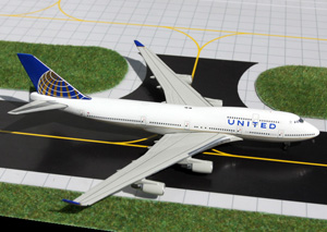 GeminiJets 1:400 United 747-400 picture