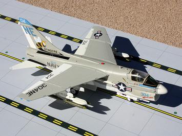 GeminiACES 1:72 U.S. Navy A-7 Corsair picture