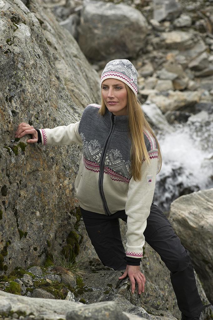 Glittertind Weatherproof Feminine Jacket (1)
