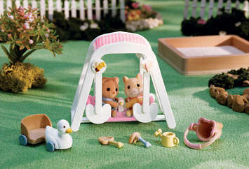 Peaches & Freddy's Swing 'n Play picture
