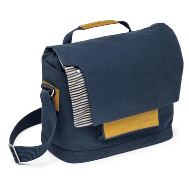Medium Messenger for Personal Gear, Laptop and DSLR