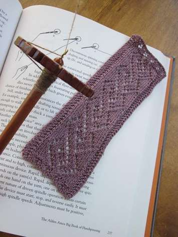 Lace Cable Bookmark e-Pattern picture