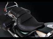Gel seat, front studded