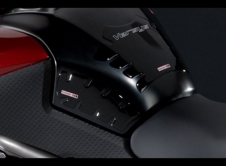 Versys Tank pad picture