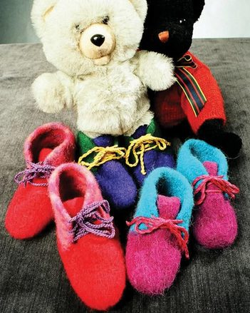 CH7 Childrens Felt Boot Slippers picture