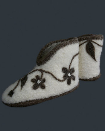 AC89 Natural Comfort Felt Boot Slippers picture
