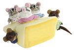 Marionnettes et leurs cachettes - Famille de souris dans un morceau de fromage