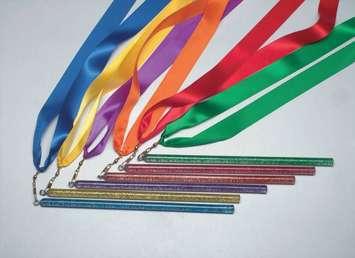 Baguettes à rubans Arc-en-ciel - Baguettes à rubans Arc-en-ciel, 91,4 cm. (ens.-6) Image