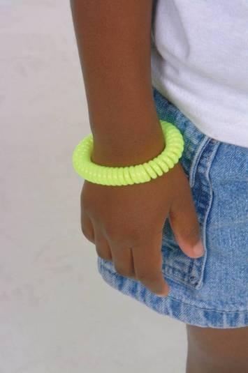"""Le """"Chew""""lery Integrations - Ens. de 7 colliers (Un de chaque couleur) Image"""