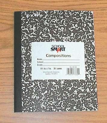 Cahier d'écolier marbré School Smart - 21,6 cm x 17,8 cm (8 1⁄2 po x 7 po) - 48 pages Image