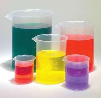 Béchers de Griffin forme basse en polypropylène - Ensemble économique de 5 béchers en plastique de 5 Image