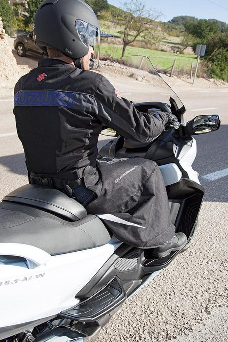 Wetterschutz für den Fahrer Bild