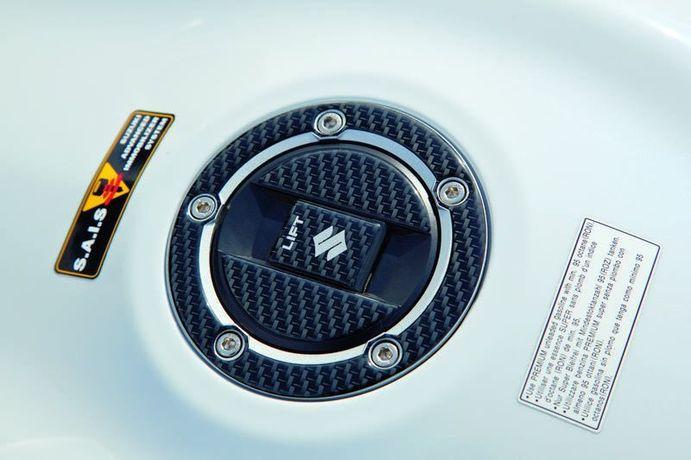 Tankdeckelschutz, Carbon Optik Bild